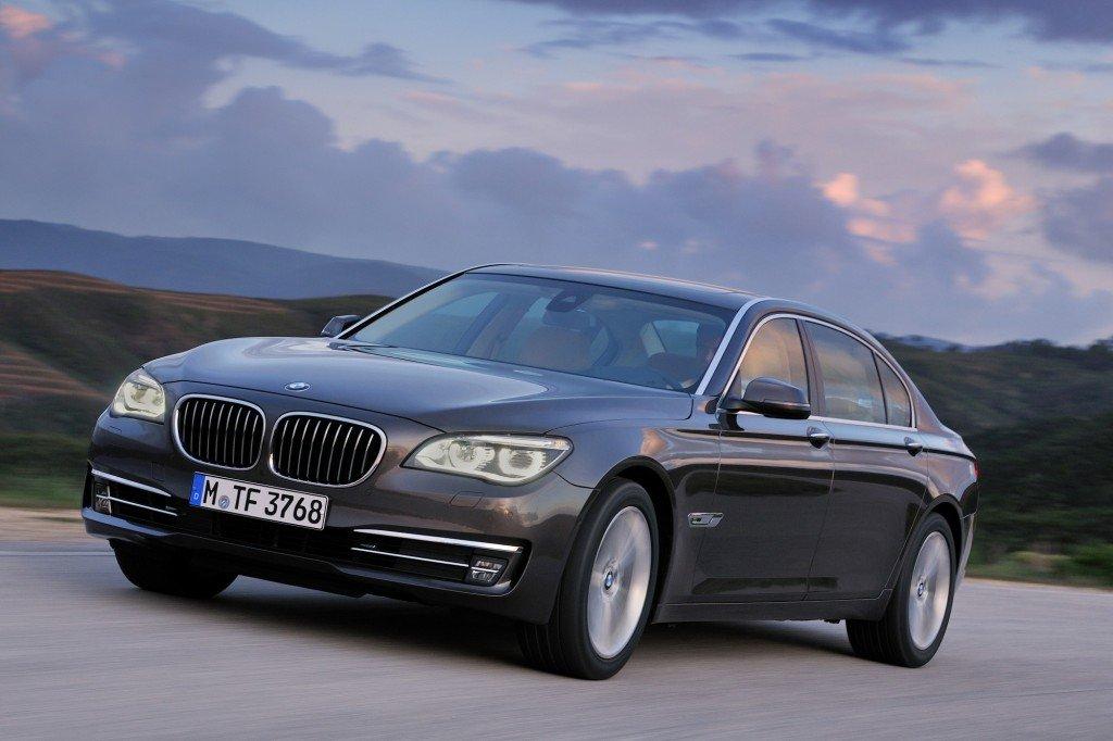 Базовая версия седана BMW 7 Series 2016 получит 2,0-литровый двигатель