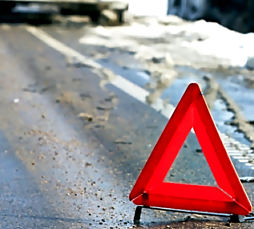 Наобходе Ростова иностранная машина сбила грузовой автомобиль иврезалась вотбойник