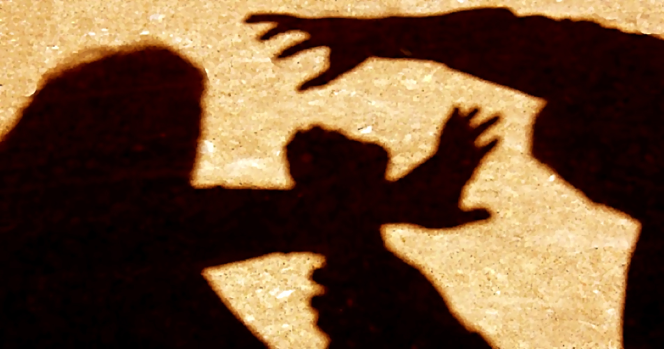 Насильник снаушниками напал наженщину в северной столице