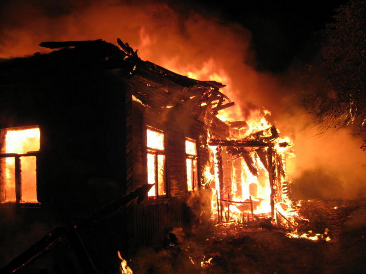 Две пенсионерки погибли впожаре вдоме вРузском районе