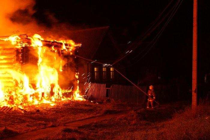 Три человека стали жертвами пожара вдеревенском доме вСмоленской области