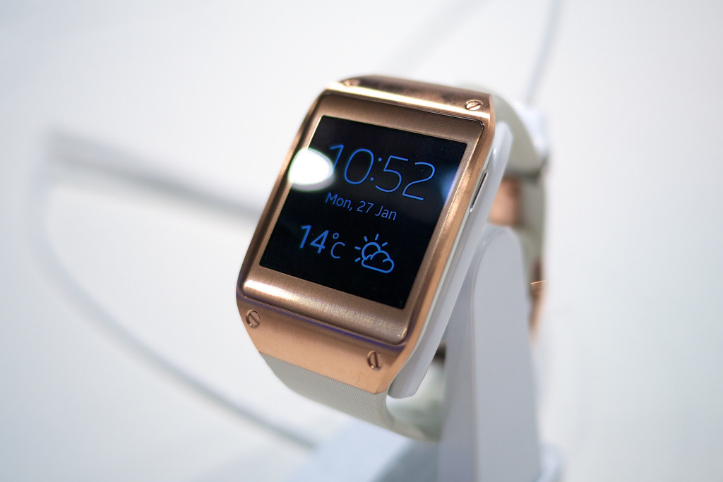 Топ лучшие умные часы умные часы samsung gear fit - честный обзор.