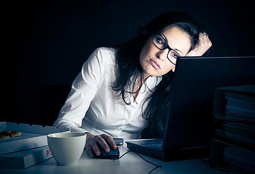 вредно ли работать ночью телефоны, часы